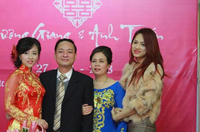 Chị gái ruột xinh đẹp, cho Hương Giang mượn tên 8 năm qua giờ ra sao? - Ảnh 6.