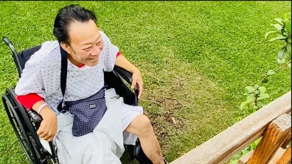 Trizzie Phương Trinh: Anh ngồi bên kia cổng sắt với 1 chân đã mất mà không kìm được nước mắt - Ảnh 6.