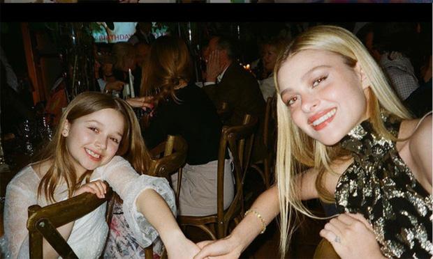 Harper Beckham gây bão MXH chỉ với 1 bức ảnh bên chị dâu tài phiệt: Cô út 9 tuổi mà phổng phao bất ngờ, nhìn như thiếu nữ - Ảnh 2.