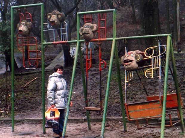 Tuyển tập những sân chơi trẻ em trông chán đời và trầm cảm nhất quả đất - Ảnh 20.