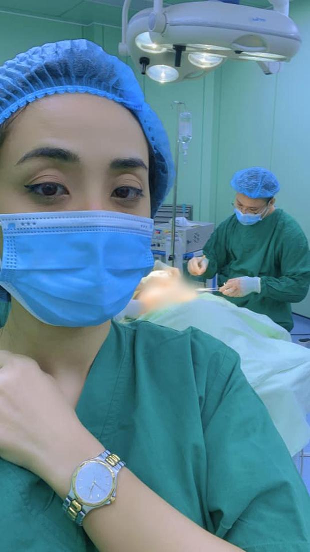 Bạn trai chuyển giới phẫu thuật cắt vòng 1, Miko Lan Trinh túc trực trong phòng mổ động viên suốt 2 tiếng - Ảnh 3.