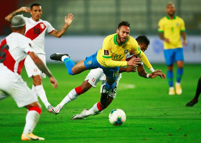 Peru 2-4 Brazil: Neymar lập hat-trick, Brazil đòi lại ngôi đầu - Ảnh 4.