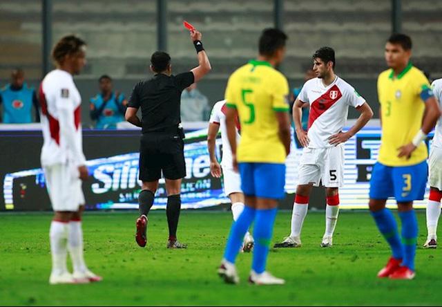 Peru 2-4 Brazil: Neymar lập hat-trick, Brazil đòi lại ngôi đầu - Ảnh 5.