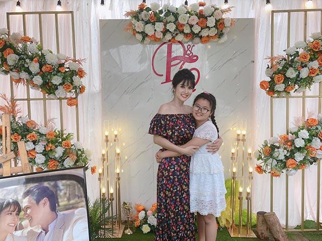 Khách mời đi đò, xe tải dự đám cưới Thảo Trang và chồng kém 8 tuổi vì mưa lũ - Ảnh 3.