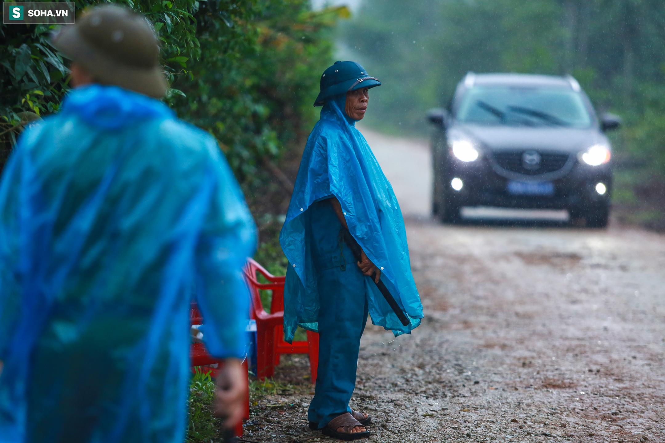 Diễn biến ngày thứ 4 ở Rào Trăng 3: Cuộc tìm kiếm dưới cơn mưa nặng hạt - Ảnh 9.