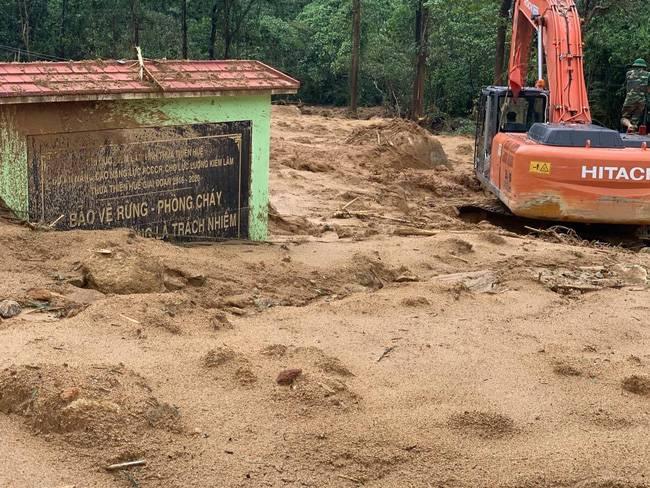 Danh tính 2 cán bộ tỉnh Thừa Thiên Huế gặp nạn trong đoàn cứu hộ thuỷ điện Rào Trăng 3 - Ảnh 1.