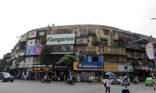 Hà Nội yêu cầu người dân khẩn trương di dời khỏi chung cư cũ, nguy hiểm - Ảnh 1.