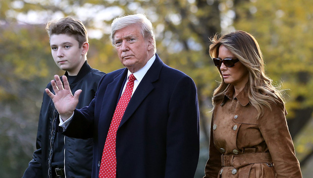 Đệ nhất Phu nhân Mỹ đột nhiên tiết lộ tình tiết bất ngờ: Barron Trump từng dương tính với Covid-19 - Ảnh 2.
