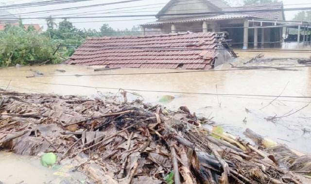 Quảng Ninh ủng hộ 4 tỉnh miền Trung 9 tỷ đồng khắc phục hậu quả bão số 7 - Ảnh 1.