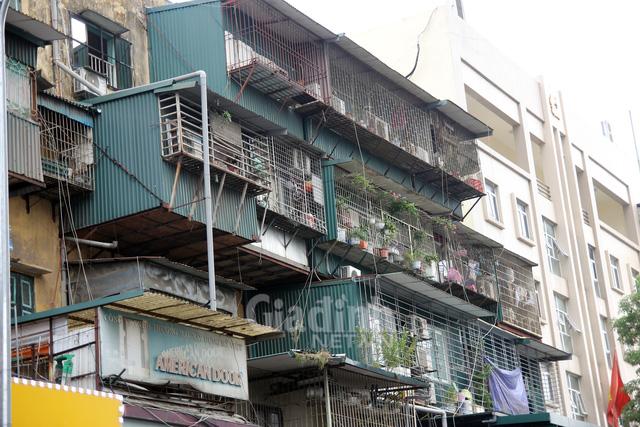 Hà Nội yêu cầu người dân khẩn trương di dời khỏi chung cư cũ, nguy hiểm - Ảnh 2.
