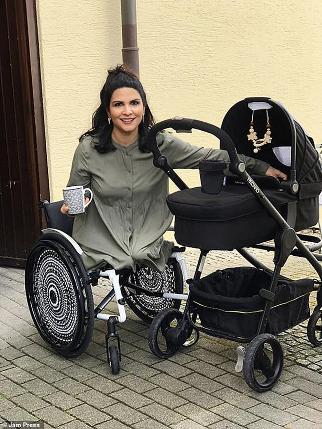 Mất hai chân, bàn tay dị dạng, người phụ nữ nghị lực sở hữu cơ ngơi riêng, mua nhà sắm xe và có cuộc sống hôn nhân viên mãn - Ảnh 3.
