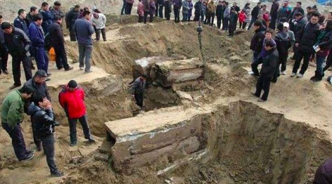 Khai quật mộ cổ Trung Quốc: Tử thi đột ngột biến dạng khiến các nhà khảo cổ khiếp sợ - Chuyện gì vậy? - Ảnh 2.