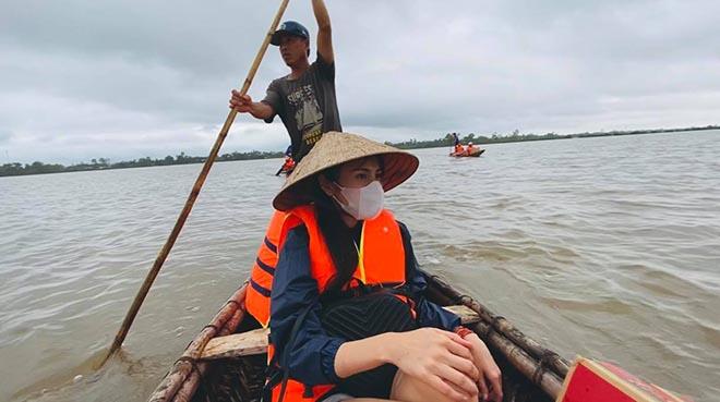 Thủy Tiên quyên góp hơn 30 tỷ, tiết lộ suýt bị lật thuyền khi đi từ thiện vùng lũ - Ảnh 3.