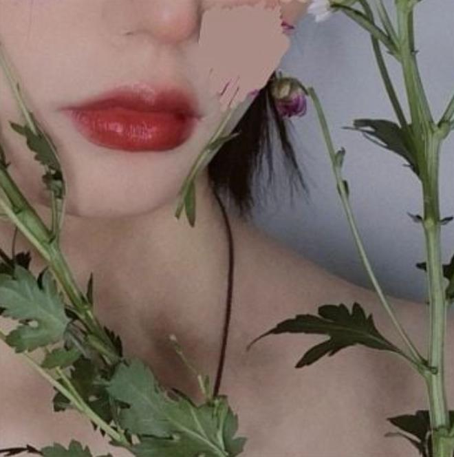 Tự bóc mẽ nhan sắc thật, cô gái chứng minh mắt - mũi - miệng đẹp nhưng đặt trên một khuôn mặt to thì... toang! - Ảnh 1.