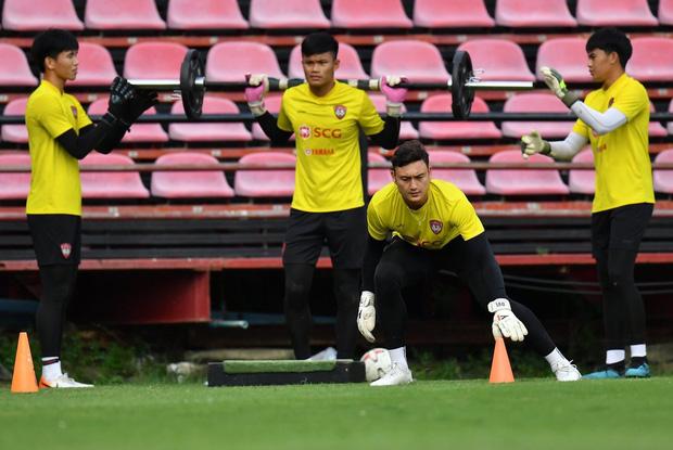 Tiền vệ người Thái Lan: Văn Lâm là thủ môn rất giỏi - Ảnh 1.