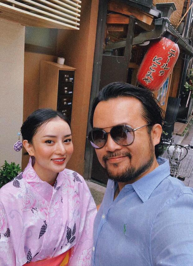 Gái đẹp Việt lấy đại gia Thái Lan tự bóc outfit lúc đi với mẹ chồng và khi là 'em bé' của anh - ảnh 1