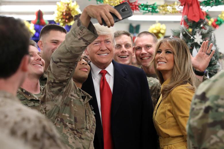 16 khoảnh khắc đáng nhớ trong nhiệm kỳ đầu tiên của Tổng thống Donald Trump qua ảnh Reuters - Ảnh 11.
