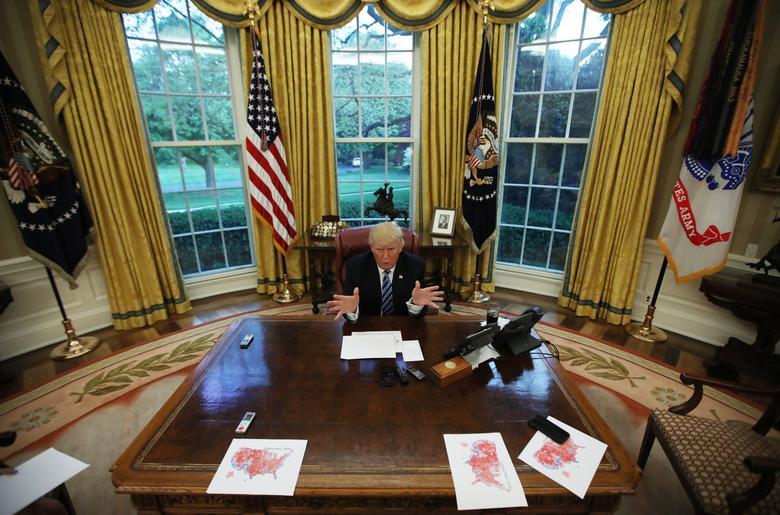 16 khoảnh khắc đáng nhớ trong nhiệm kỳ đầu tiên của Tổng thống Donald Trump qua ảnh Reuters - Ảnh 4.