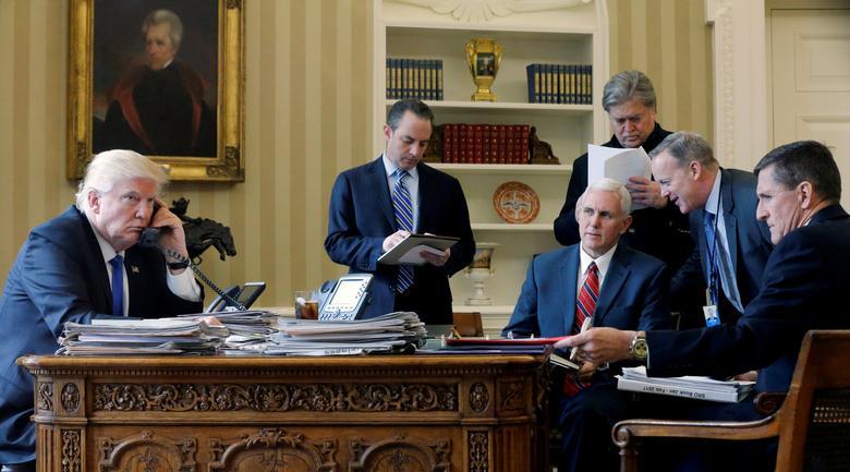 16 khoảnh khắc đáng nhớ trong nhiệm kỳ đầu tiên của Tổng thống Donald Trump qua ảnh Reuters - Ảnh 2.
