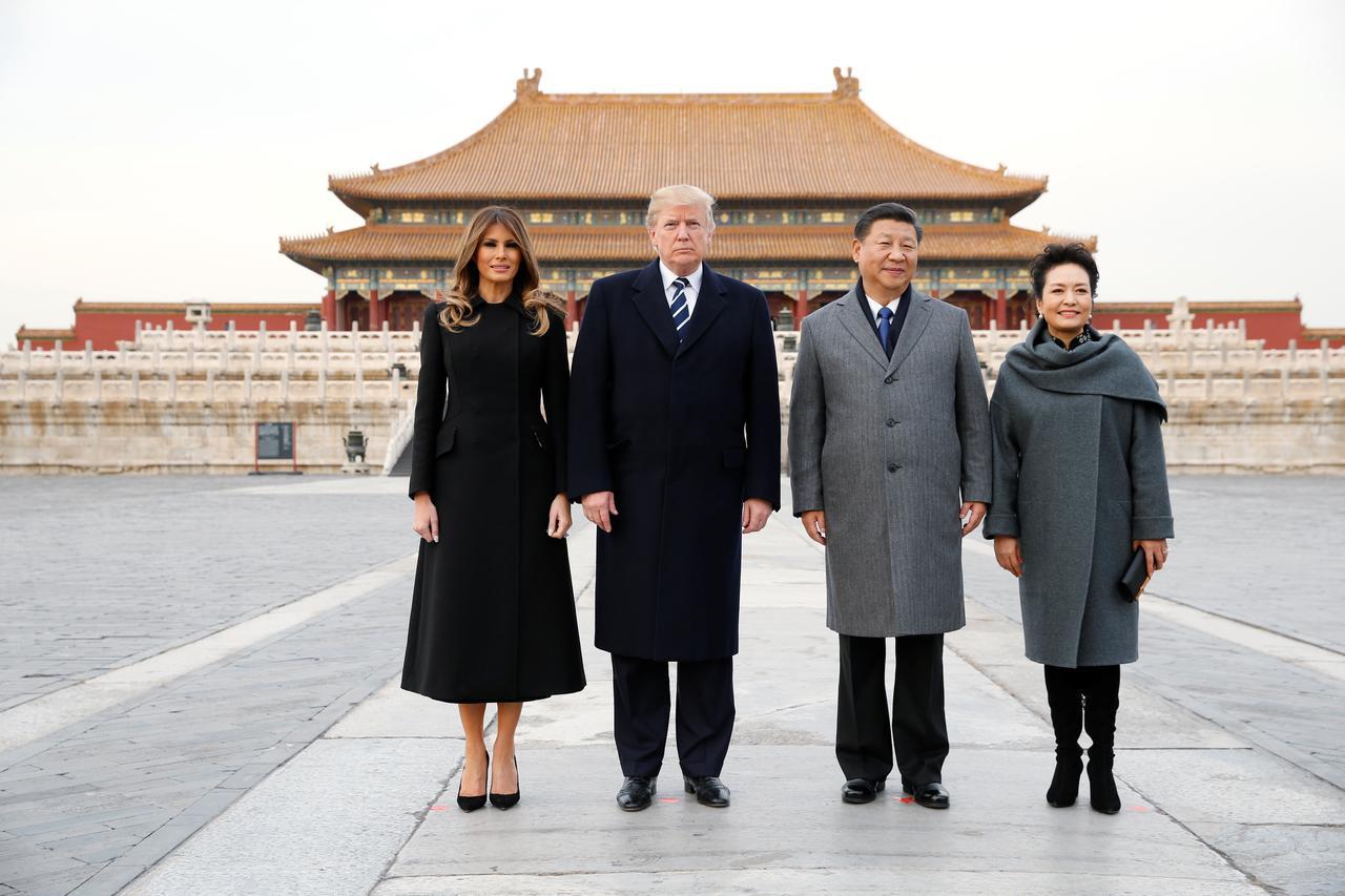 16 khoảnh khắc đáng nhớ trong nhiệm kỳ đầu tiên của Tổng thống Donald Trump qua ảnh Reuters - Ảnh 5.