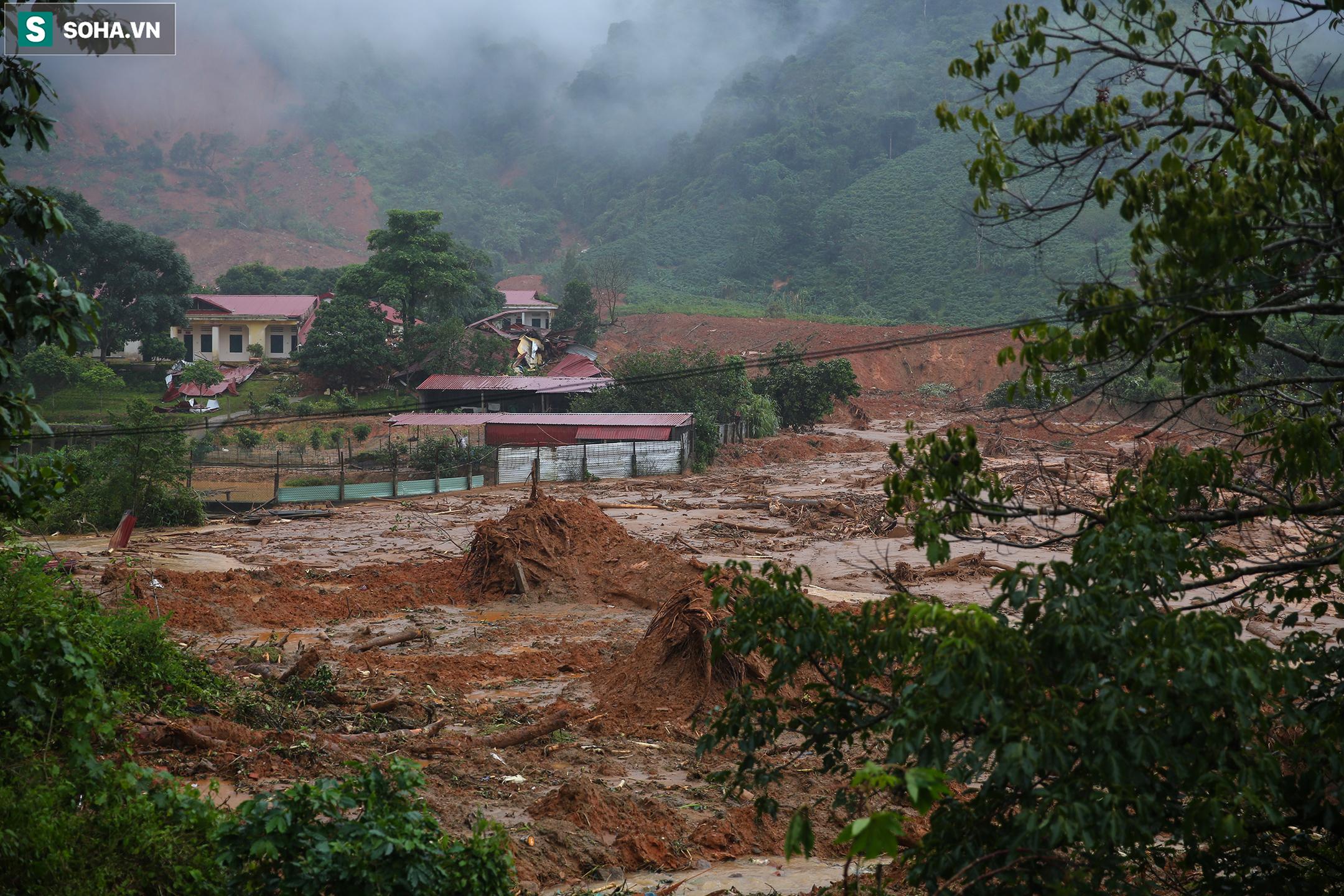 """Toàn cảnh dãy nhà bị núi lở """"san phẳng"""", vùi lấp 22 chiến sĩ ở Quảng Trị - Ảnh 14."""