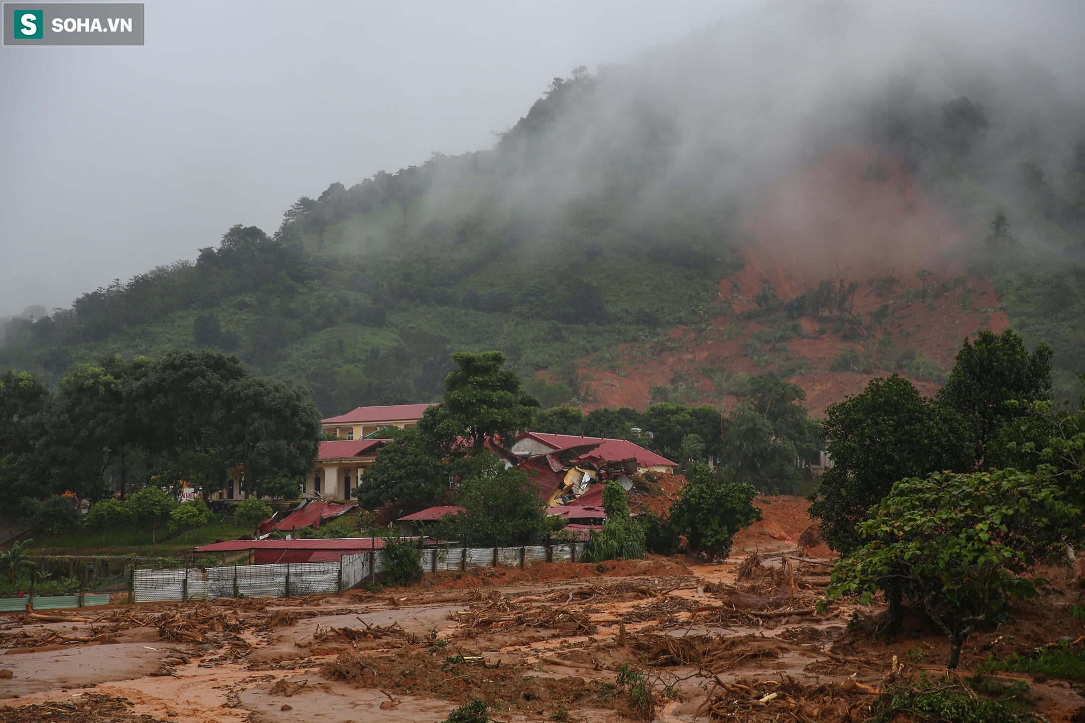 """Toàn cảnh dãy nhà bị núi lở """"san phẳng"""", vùi lấp 22 chiến sĩ ở Quảng Trị - Ảnh 2."""