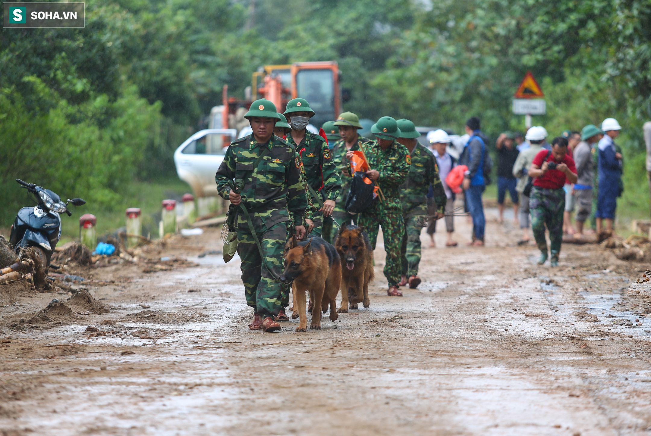 """Toàn cảnh dãy nhà bị núi lở """"san phẳng"""", vùi lấp 22 chiến sĩ ở Quảng Trị - Ảnh 8."""