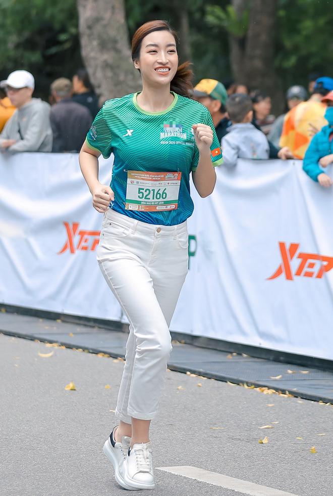 Hoa hậu Mai Phương Thúy nổi bật trên đường chạy - Ảnh 7.