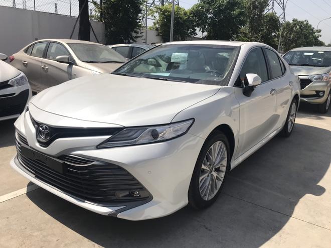Toyota Camry 'full option' dọn kho giá hơn 1,1 tỷ đồng tại đại lý - Ảnh 2.