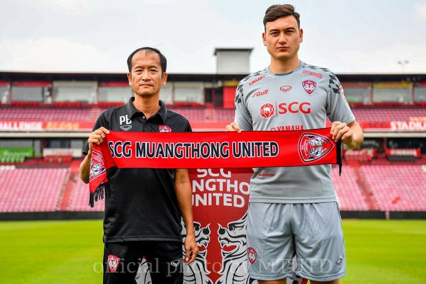Kiatisak có thể làm thầy Văn Lâm sau khi Muangthong thua sốc đội bét bảng - Ảnh 2.