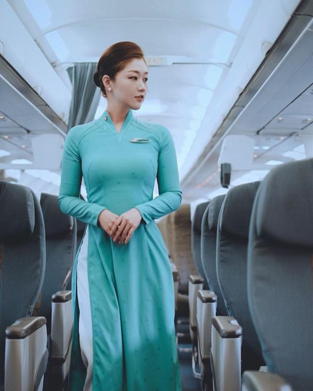 Nữ tiếp viên Vietnam Airlines đẹp như búp bê, sở hữu vóc dáng nuột nà đến phát hờn - Ảnh 1.
