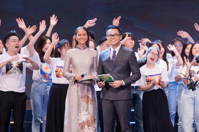"""H'Hen Niê bị chỉ trích keo kiệt, MC Đức Bảo cho rằng """"đừng nhìn vào những con số"""" - ảnh 2"""