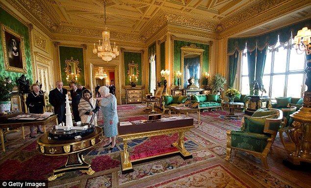 Hé lộ đường hầm bí ẩn bên trong lâu đài Windsor của Nữ hoàng Anh Elizabeth II - Ảnh 1.