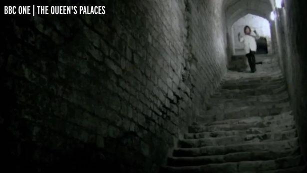 Hé lộ đường hầm bí ẩn bên trong lâu đài Windsor của Nữ hoàng Anh Elizabeth II - Ảnh 5.