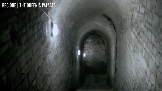 Hé lộ đường hầm bí ẩn bên trong lâu đài Windsor của Nữ hoàng Anh Elizabeth II - Ảnh 6.