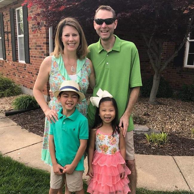 Cặp vợ chồng sửng sốt khi cầm kết quả ADN, hé lộ sự thật về con nuôi và đứa trẻ nhà hàng xóm - Ảnh 2.