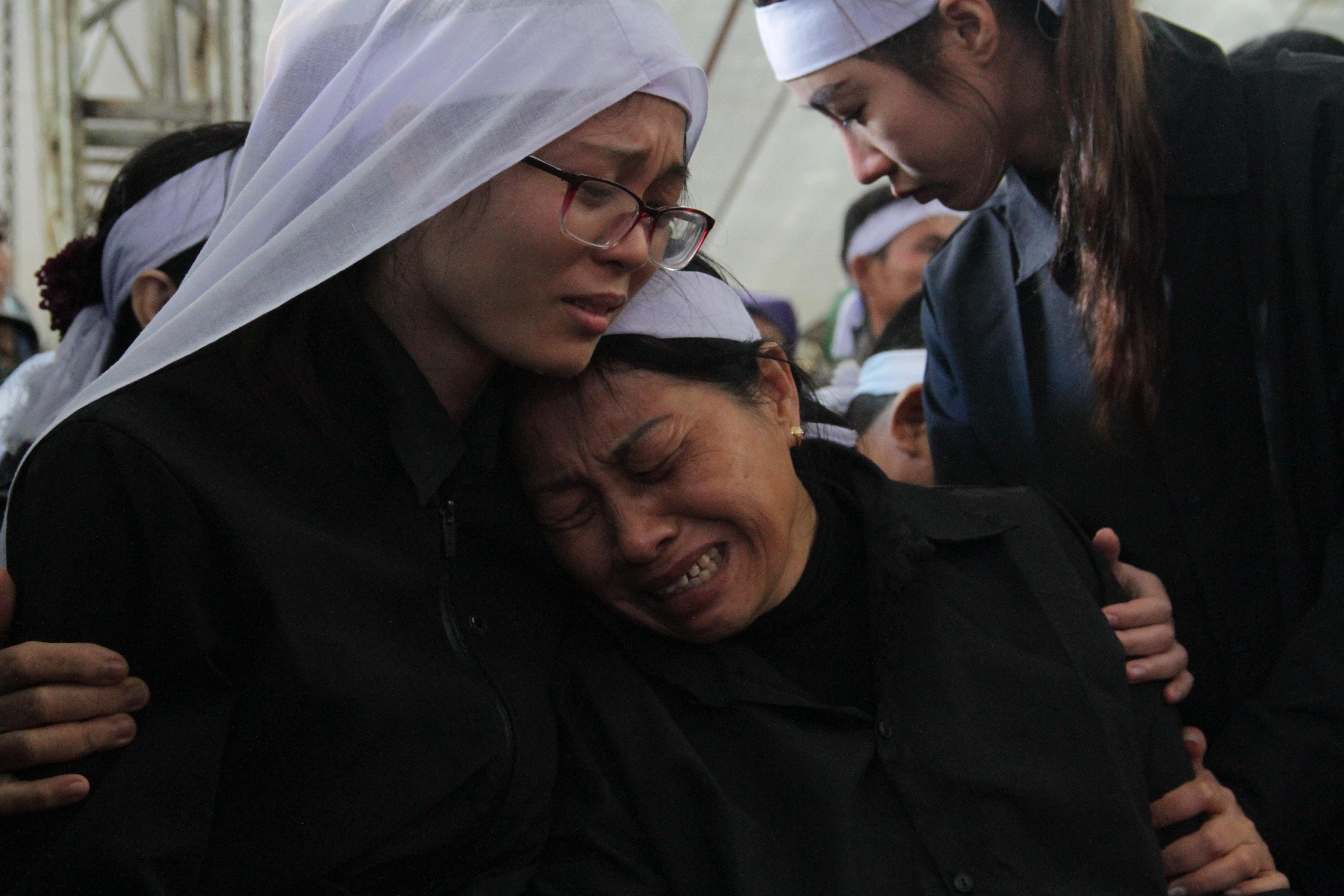 Vụ sạt lở thủy điện Rào Trăng 3: Quê nhà  Nghệ An khóc thương đón 3 liệt sỹ về với đất mẹ - Ảnh 24.