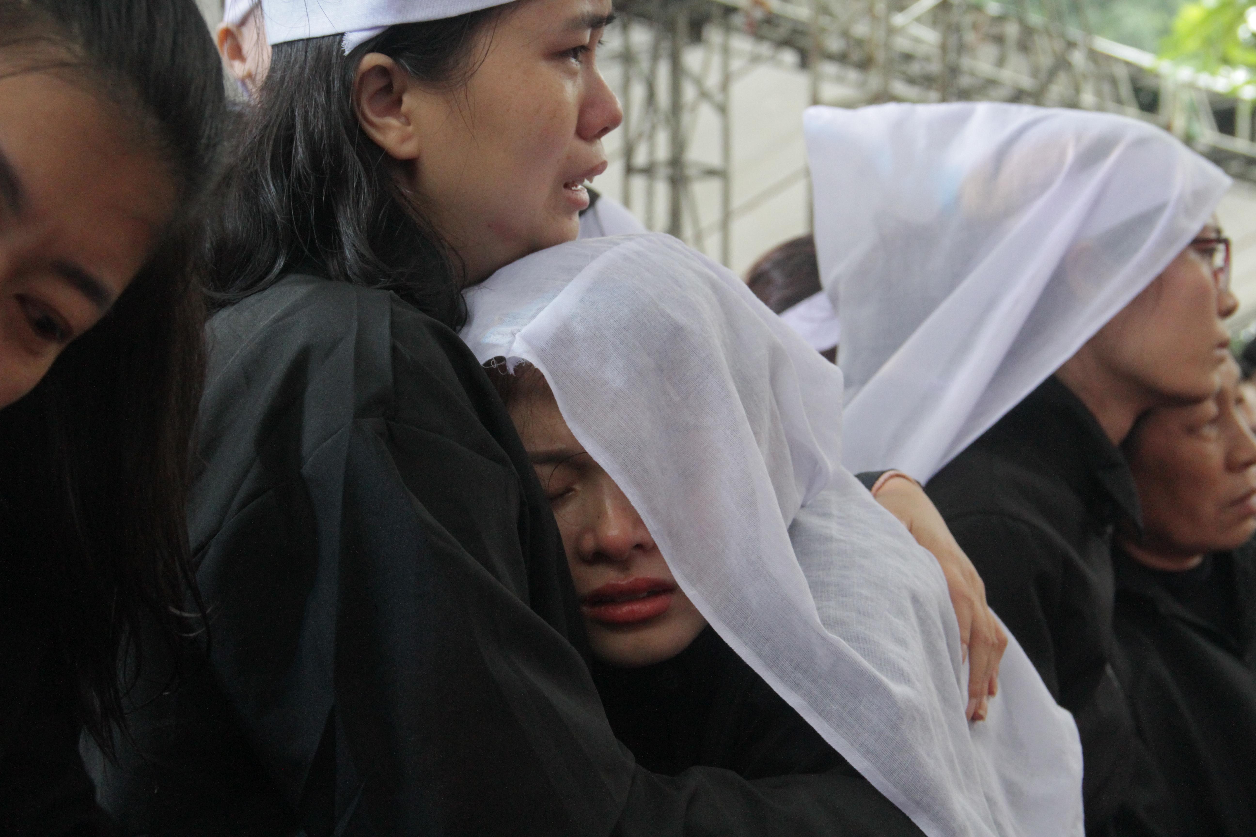 Vụ sạt lở thủy điện Rào Trăng 3: Quê nhà  Nghệ An khóc thương đón 3 liệt sỹ về với đất mẹ - Ảnh 23.