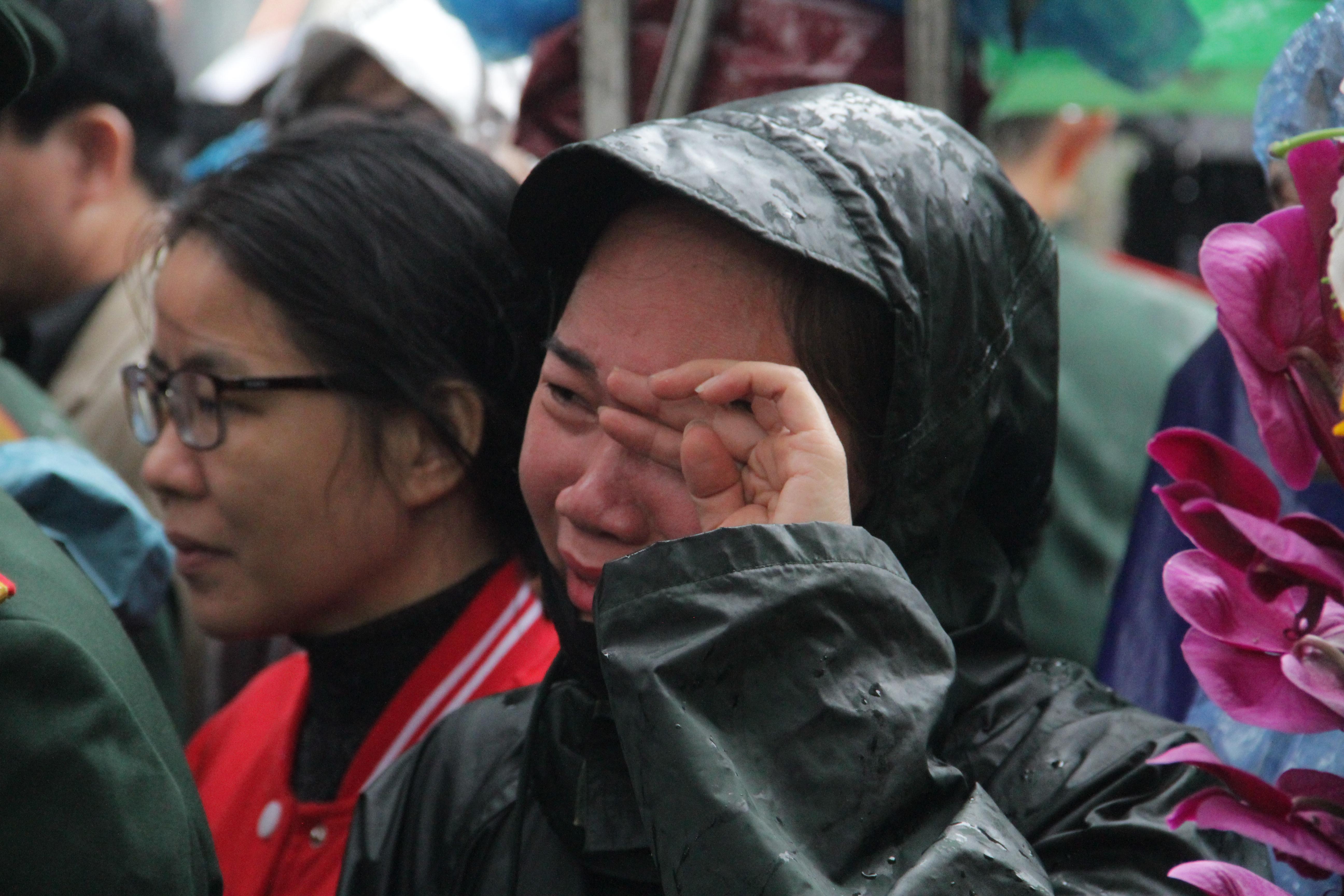 Vụ sạt lở thủy điện Rào Trăng 3: Quê nhà  Nghệ An khóc thương đón 3 liệt sỹ về với đất mẹ - Ảnh 5.