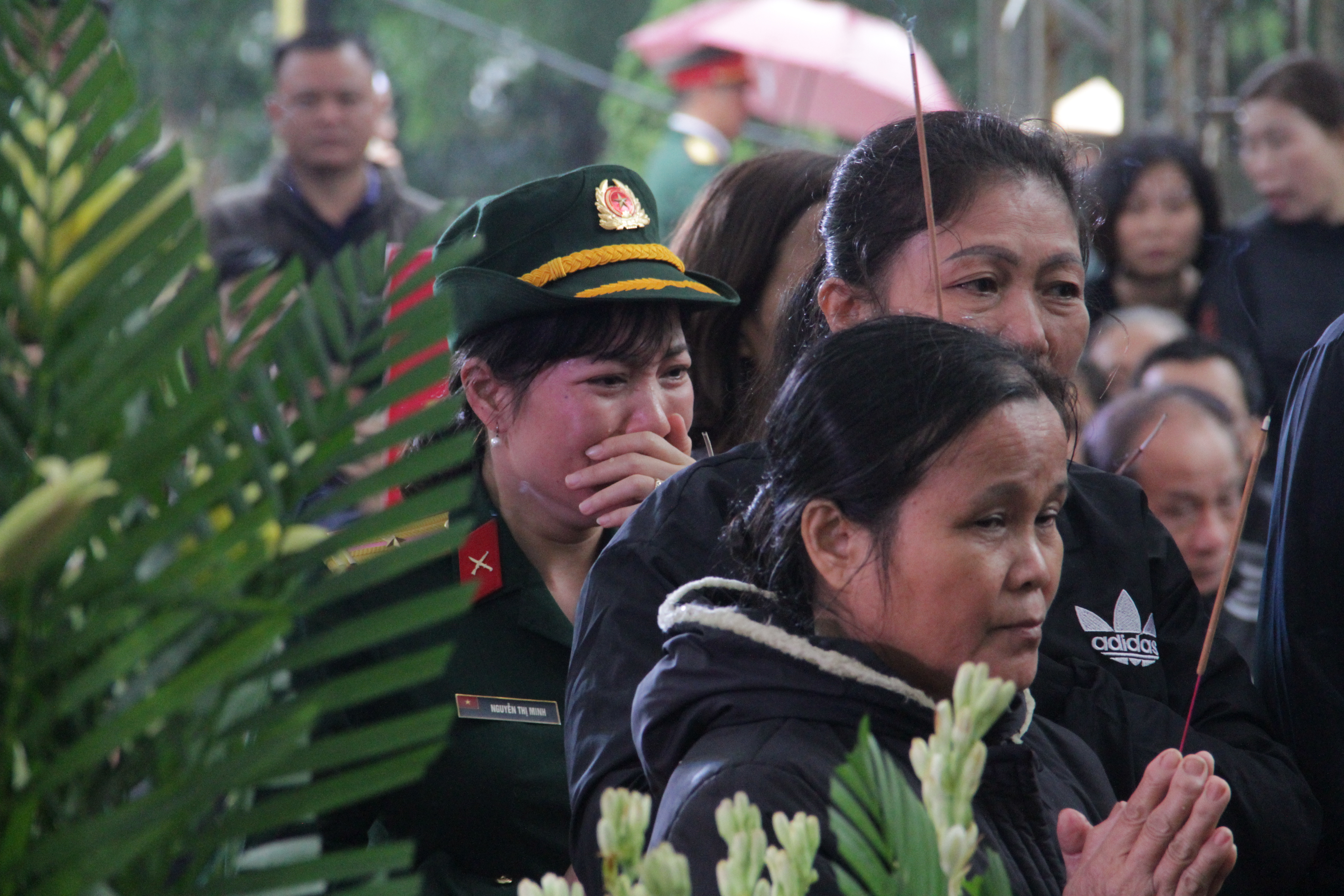 Vụ sạt lở thủy điện Rào Trăng 3: Quê nhà  Nghệ An khóc thương đón 3 liệt sỹ về với đất mẹ - Ảnh 17.