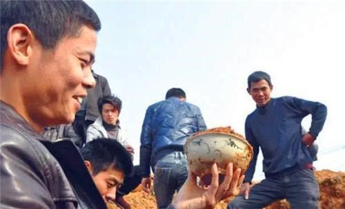 Đột nhập cướp mộ, kẻ trộm bỏ quên cổ vật trị giá 1.000 tỷ đồng chôn ở nơi không ai ngờ tới - Ảnh 3.