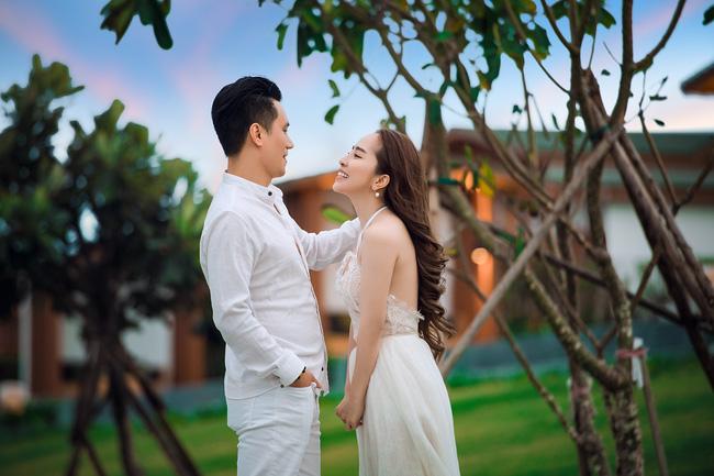 Việt Anh và Quỳnh Nga chính thức công khai những hình ảnh thân mật, tình tứ - Ảnh 4.