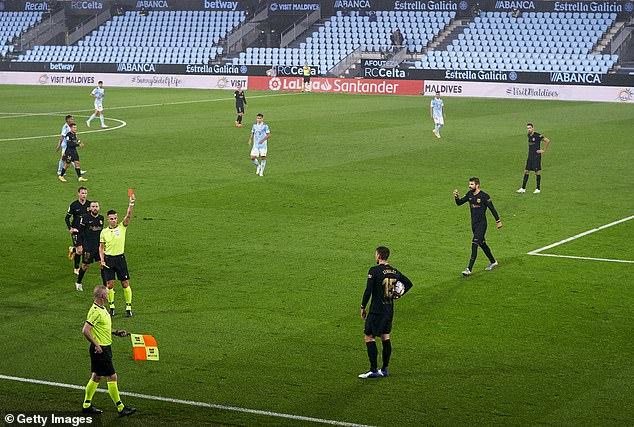 Messi cùng truyền nhân giúp Barca thoát hiểm; Liverpool bất ngờ gục ngã dưới tay Arsenal - Ảnh 1.