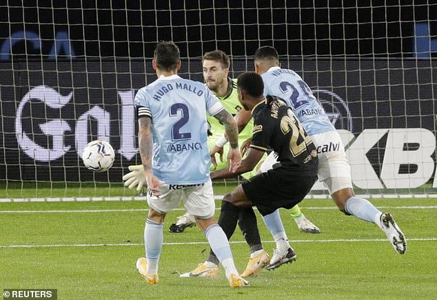 Messi cùng truyền nhân giúp Barca thoát hiểm; Liverpool bất ngờ gục ngã dưới tay Arsenal - Ảnh 2.