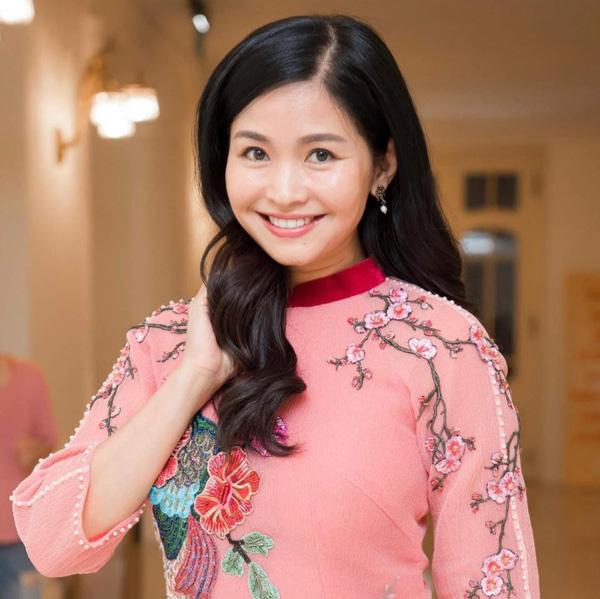 Nhan sắc mặn mà tuổi 48 của MC Đặng Châu Anh, bà xã đạo diễn Đỗ Thanh Hải - Ảnh 1.