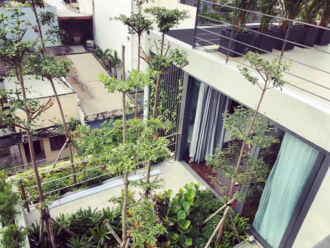 Gái xinh khoe nhà rộng 1000m2 ngay trung tâm Sài Gòn, nhìn phòng tắm là đủ hiểu cơ ngơi hoành tráng đến mức nào - Ảnh 11.
