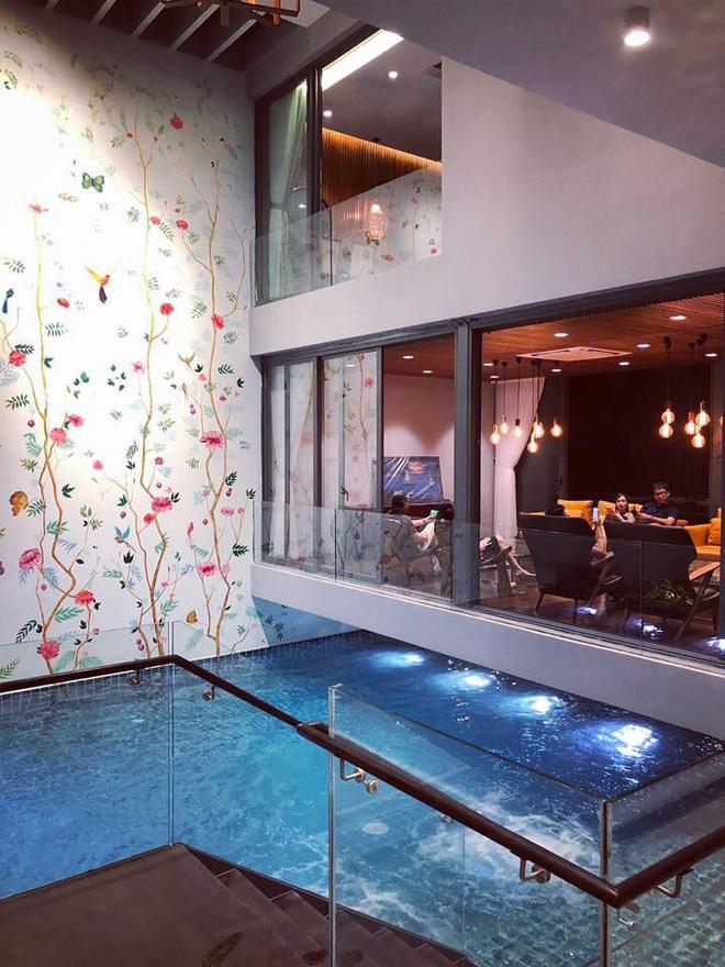 Gái xinh khoe nhà rộng 1000m2 ngay trung tâm Sài Gòn, nhìn phòng tắm là đủ hiểu cơ ngơi hoành tráng đến mức nào - Ảnh 8.