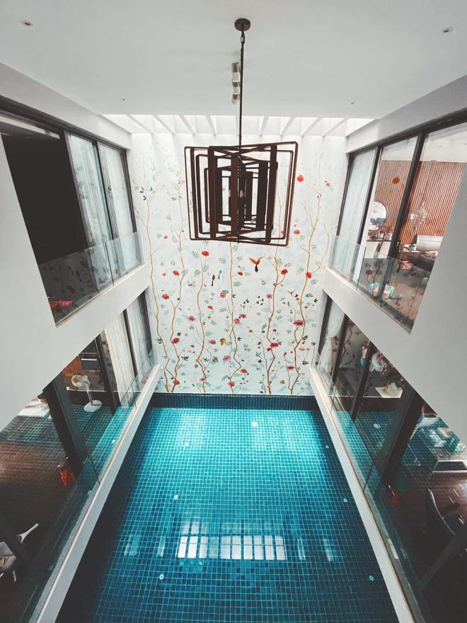 Gái xinh khoe nhà rộng 1000m2 ngay trung tâm Sài Gòn, nhìn phòng tắm là đủ hiểu cơ ngơi hoành tráng đến mức nào - Ảnh 9.