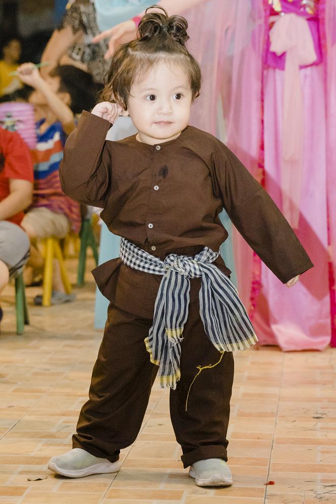 Thanh Thúy và 2 con trai tổ chức trung thu cho trẻ em ở mái ấm tình thương - Ảnh 8.