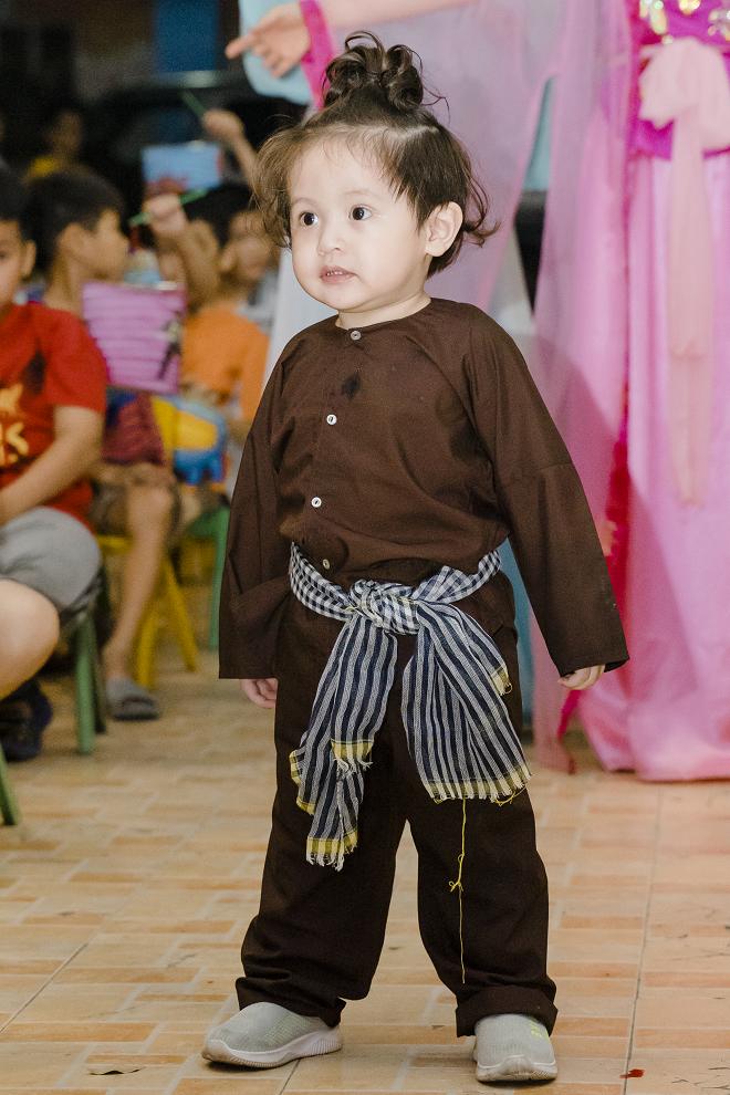 Thanh Thúy và 2 con trai tổ chức trung thu cho trẻ em ở mái ấm tình thương - Ảnh 9.